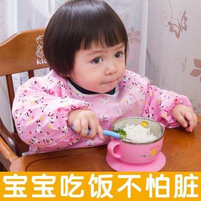 幼儿园宝宝穿罩衣吃饭图片