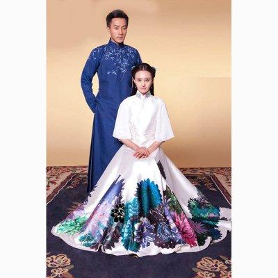 民国短发穿旗袍戴眼镜的妻子与丈夫孩子一家三囗合影