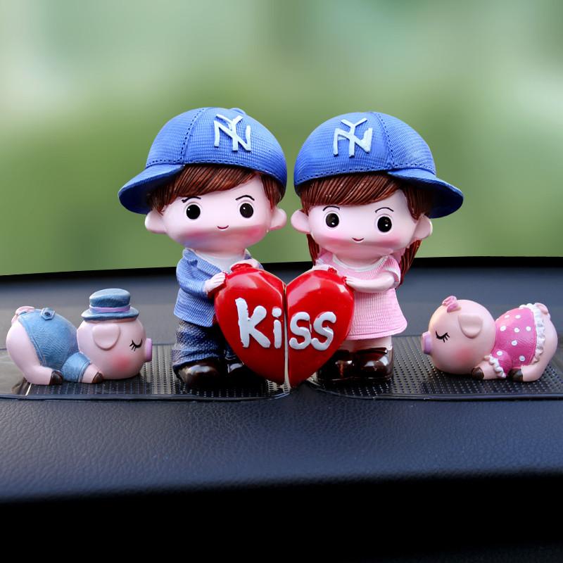 可爱卡通汽车摆件创意车上情侣娃娃装饰品车内公仔车载小玩偶摆饰
