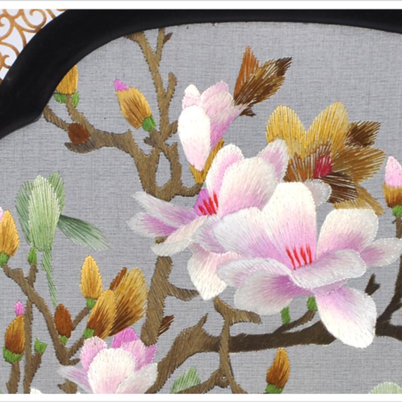 檀香扇玉兰花刺绣工艺品摆件