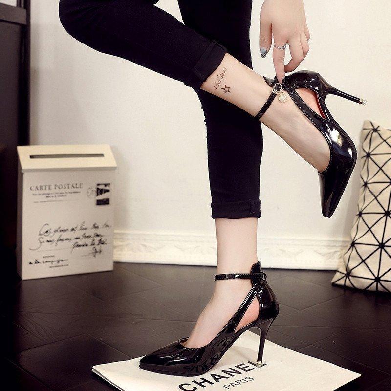 性感裸木女_欧美风名媛裸色尖头高跟鞋女性感细跟黑色漆皮两穿一字扣单鞋凉鞋