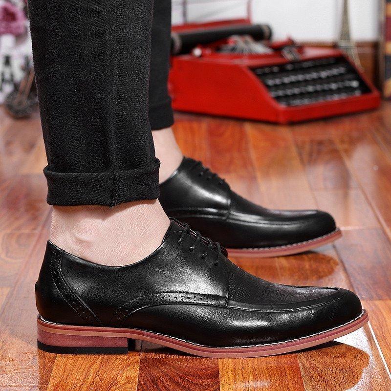 布洛克雕花尖头绅士英伦影楼街拍时尚鳄鱼纹压花西装百搭小皮鞋夜店