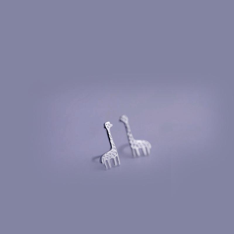 彩丽馆彩丽馆简约设计小可爱长颈鹿s925纯银耳钉女款耳坠配饰品防过敏
