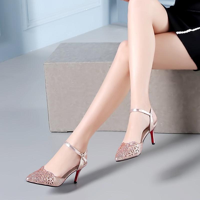 其乐动感品牌2017夏季女鞋性感高跟鞋香槟色细跟包头凉鞋女一字带羊皮