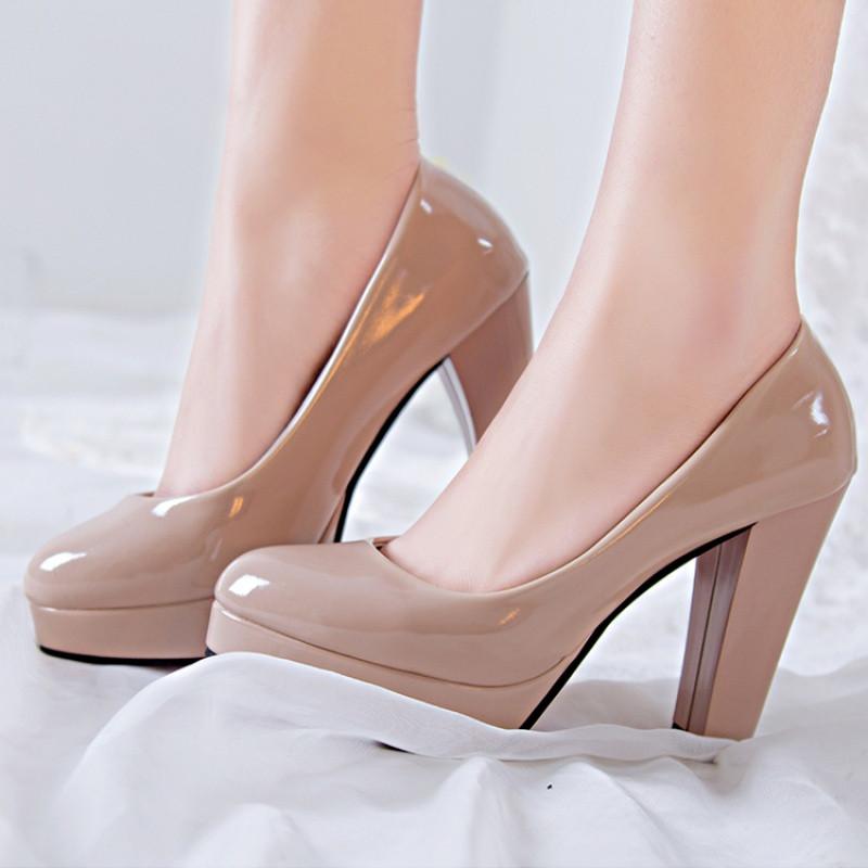 裸色中跟单鞋