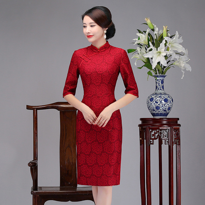 喜婆婆旗袍短款中年蕾丝旗袍中袖大红色妈妈旗袍连衣裙敬酒服冬季